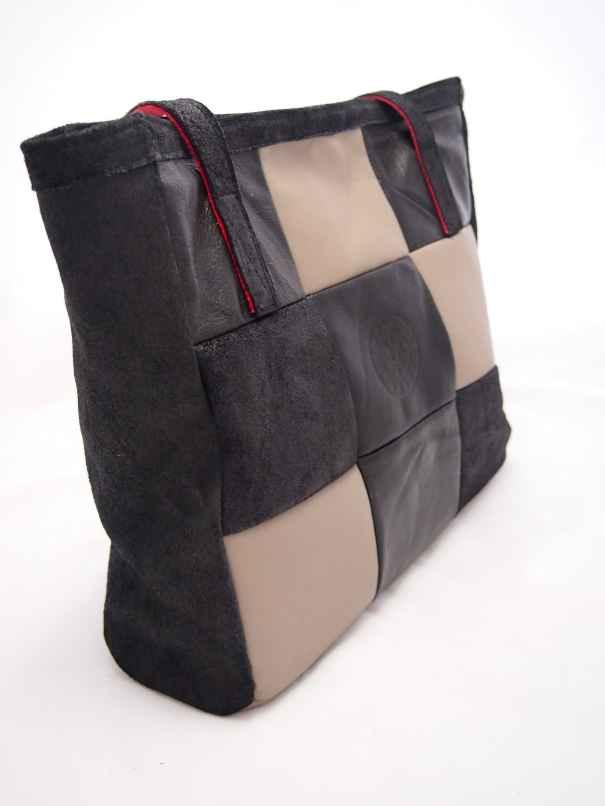 Edith is een patchwork shopper gemaakt van zwart en grijs leer.